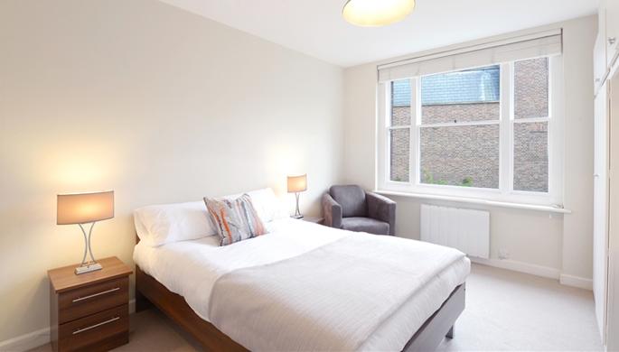 Studio flat to let Mayfair London W1